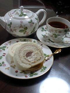 070731 桃のロールチーズケーキ