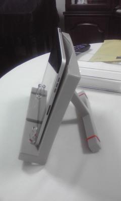 100607 iPad用のブックスタンド