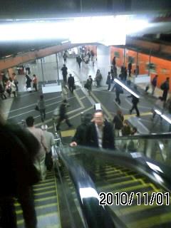 101101-4 大阪駅ホーム階上の連絡通路開設